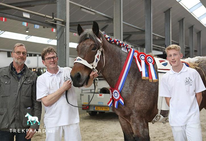 <strong> De rastypische Arja uit de Rampert (v. Jannus van de Kouwehof) volgde haar moeder Sophie op als dagkampioene op de CK.</strong> © Jacquelien van Tartwijk